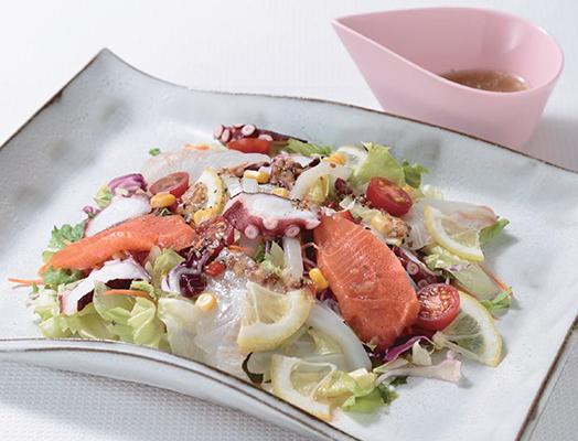 海鮮カルパッチョ風サラダ  ー「刺身盛合わせ」「カット野菜」を利用してー