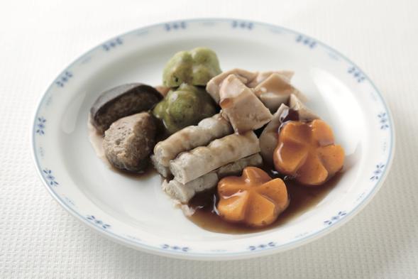 やわらか食用の加工食材の酢豚の黒酢あんかけ ー「肉団子の黒酢豚風」のあんを使ってー